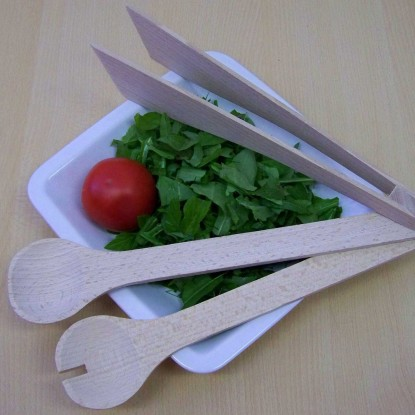 Pincers and salad spoons